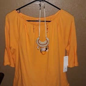 NWT Woman's Top with Jewlery Set Size PM